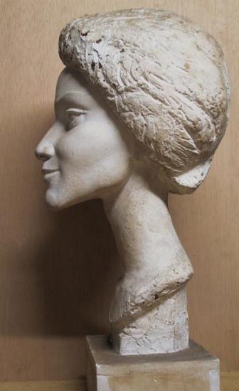 mme-mayeko-profil-gauche-recadre.jpg