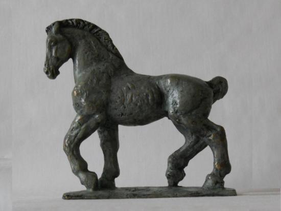 Petit cheval 2sur8 patine vert antique gauche 1 recadre