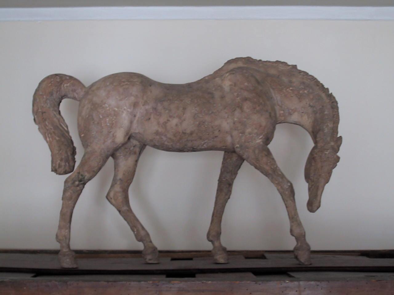 polybeton-cheval-sur-armoire.jpg